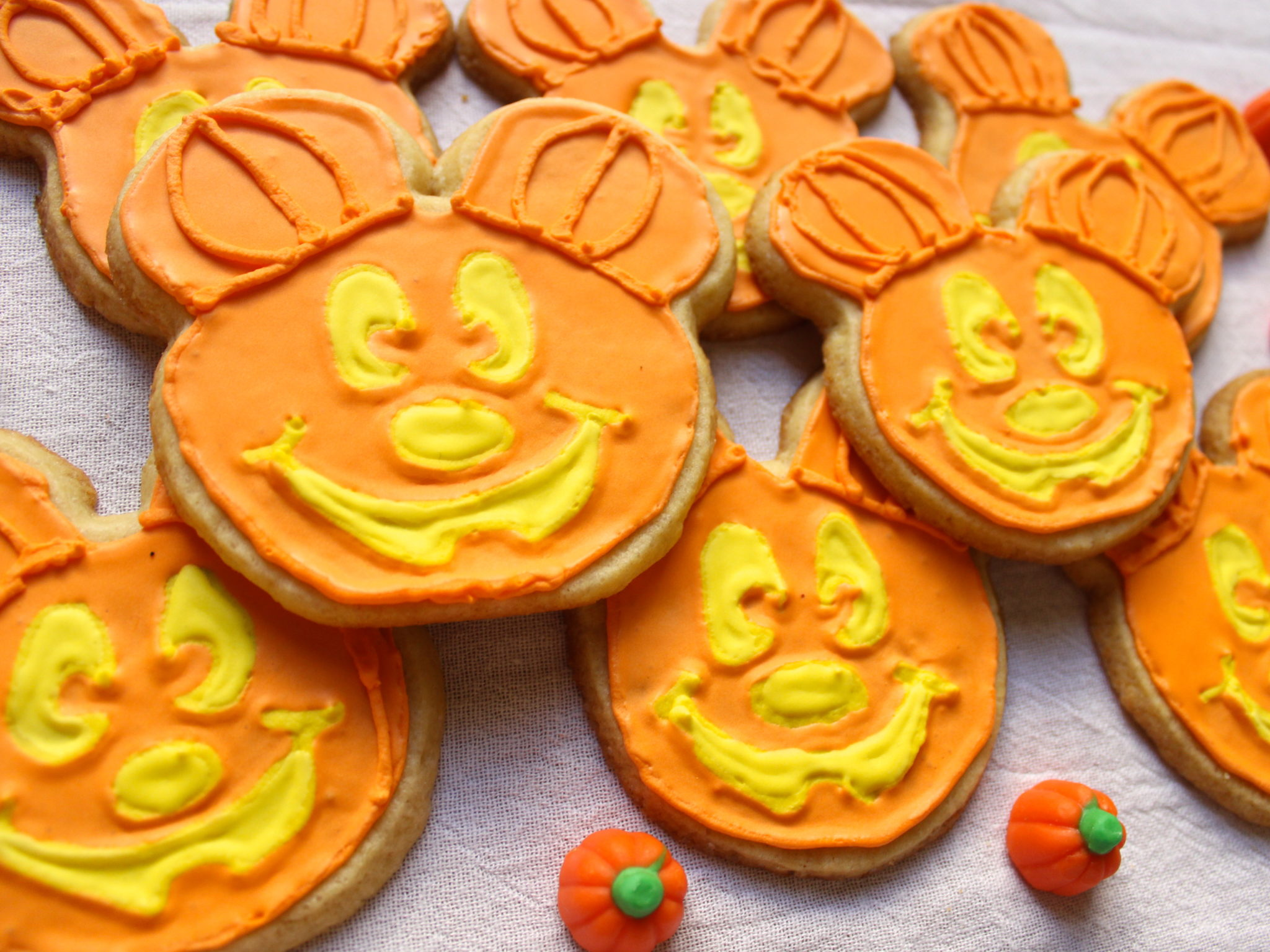 mickey mouse pumpkin cookies