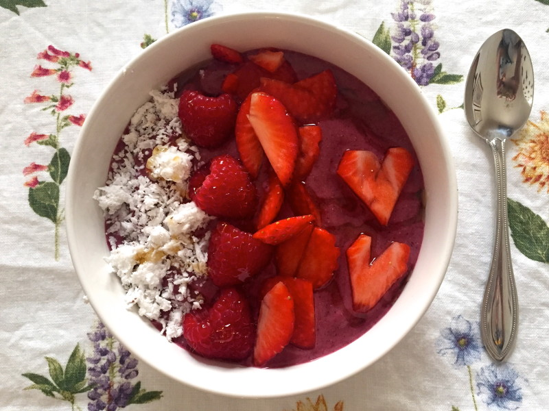 sweetheart berry rose-smoothie bowl